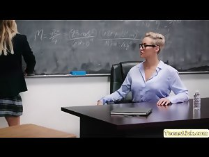 Hot Carter seduces her MILF professor into pussy licking
